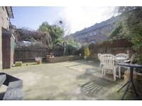Fantastic 4 Bed Townhouse in Canary Wharf with Garden