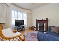 WELL PRESENTED ONE BEDROOM FLAT ON GREAT WEST ROAD WITH PATIO GARDEN £1050 PCM