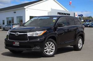 2016 Toyota Highlander LE! AWD! 8-SEATER! BACKUP CAM! ONLY 35K!