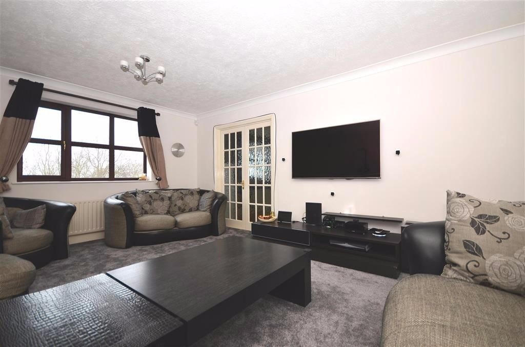 STUNNING LARGE 5 BED HOUSE 4 BATHROOM IN GREENWICH IDEAL FOR SHARERS AVAILABLE SEPTEMBER