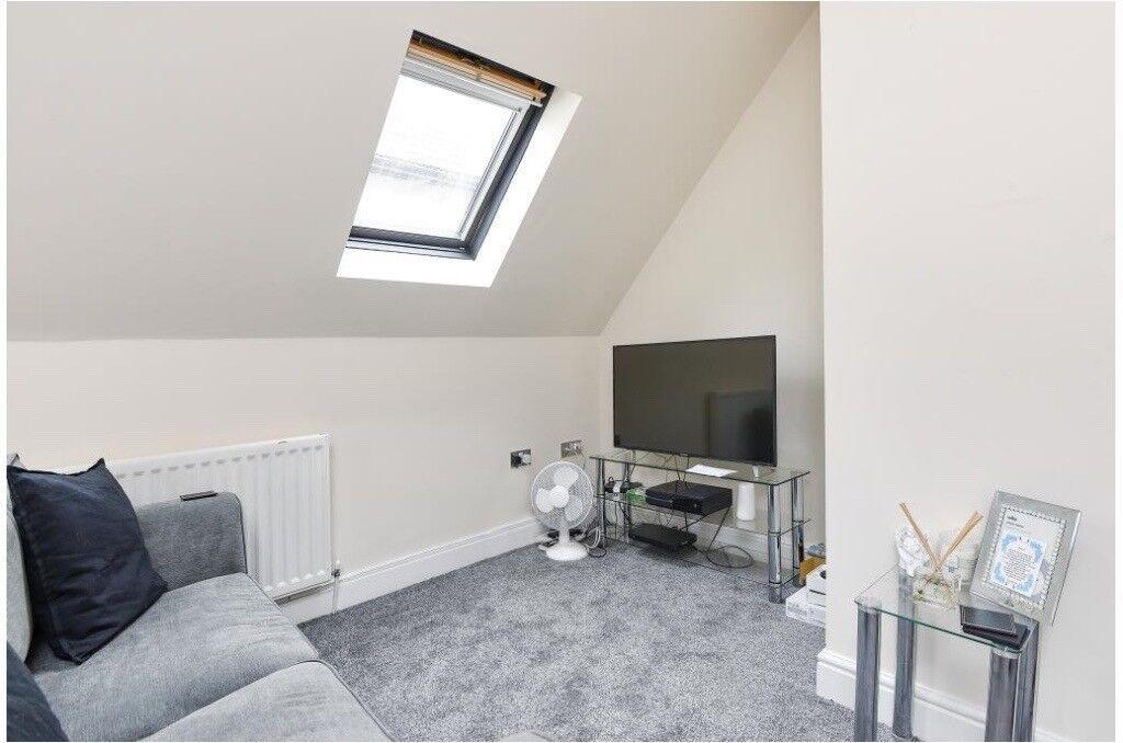 Lux 1 Bed First floor flat, cent heat, en-suite, inter, modern kit 10 mins walk Worcester Park Stat
