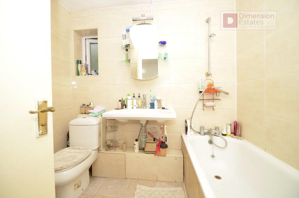 Amazing 2 Bedroom House + Private Garden ----- Athol Square ----- Poplar E14 0NP ----- Call Now!!!