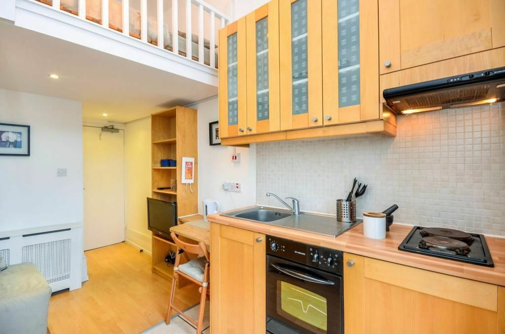 ***Pimlico*** - MODERN SPLIT LEVEL Studio Apartment