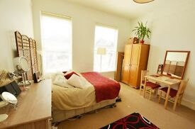 Well presented STUDIO FLAT with access to Garden (water rates, heating & hot water inclusice