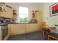 **Three bed flat to let** - Large communal garden - Separate Kitchen - Furnished ( Byrne Rd)