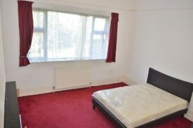 Bright and spacious double room to rent in Stoke Newington High Street, N16 - Available now!