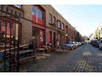 Individual desks & self-contained room for creative people in Victorian mews - 5 min Kennington tube