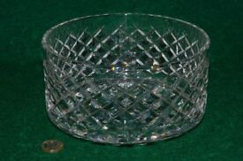Straight-sided crystal glass fruit bowl