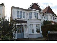 4 bedroom house in Victoria Avenue, Surbiton, KT6 (4 bed) (#1158523)