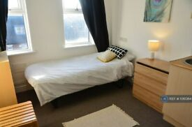 Studio flat in Woodhouse Street, Stoke-On-Trent, ST4 (#1061364)