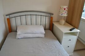 Room with small double bed (Monday - Friday)
