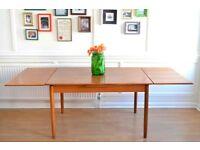 Fantastic Vintage 'Mobelfabrik' Danish extending teak table. Delivery. Modern / Midcentury Style.