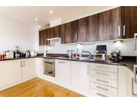 EXTREMELY LARGE DUPLEX PROPERTY - 2 double bedrooms 2 bathrooms - private terrace & views - E14 -JS