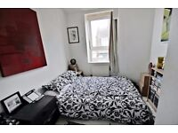 BRIXTON HILL- DOUBLE COSY ROOM TOP FLOOR. FLATSHARE WITH 1 ONLY