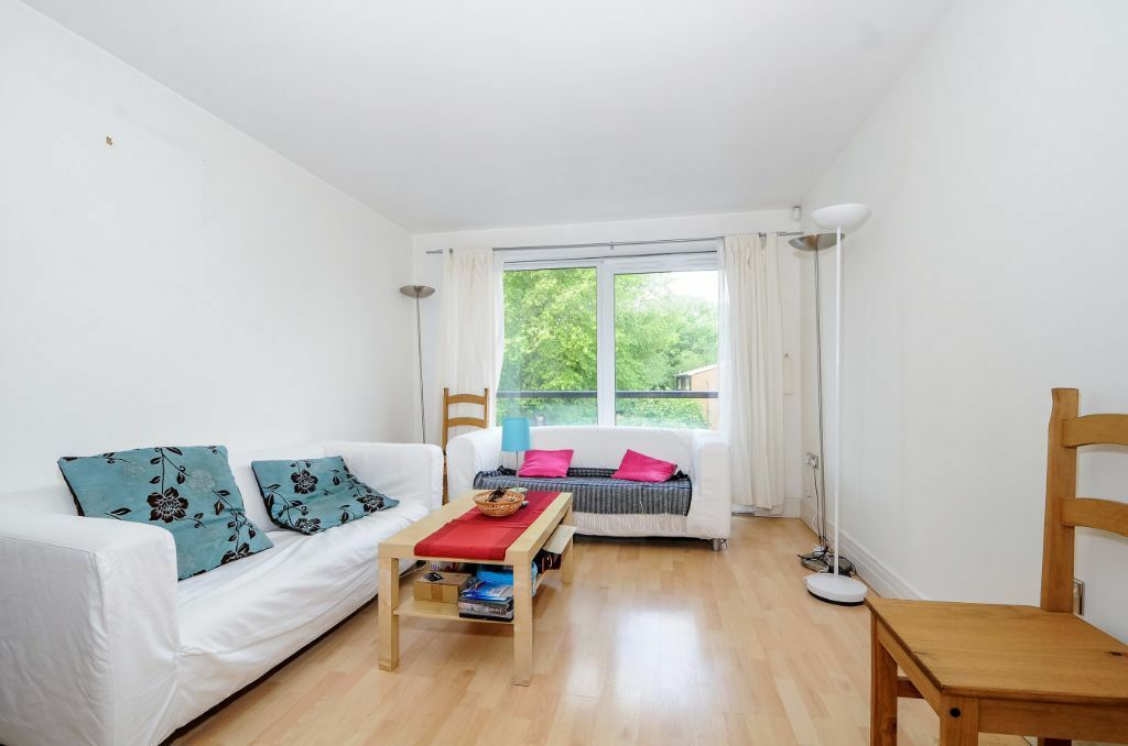 Stanton House - A contemporary one double bedroom available to rent for short let only