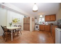 Hackney N16 --- STOKE NEWINGTON ---- Superb 3 Bed House With Garden --- 576pw --- N16 0RR ---