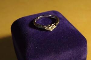 Bague en or 10kt ** 9 diamants ** F019390