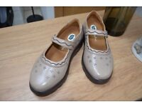 Woman's Orthotic Shoes - Size 7 Extra Wide - Over 50% off!! - Dr Comfort Diabetic Shoes