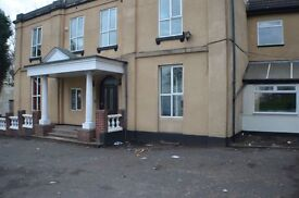 Fully furnished accommodation in Dudley, inc bills. Short term/day rates available/DSS accepted.
