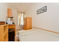 MODERN Studio Flat with Open Plan Kitchen and En-suite Shower. FREE WIFI and SKY TV.