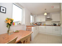 Gorgeous 2 Bed Maisonette flat Located just off Commercial Road in East London E1