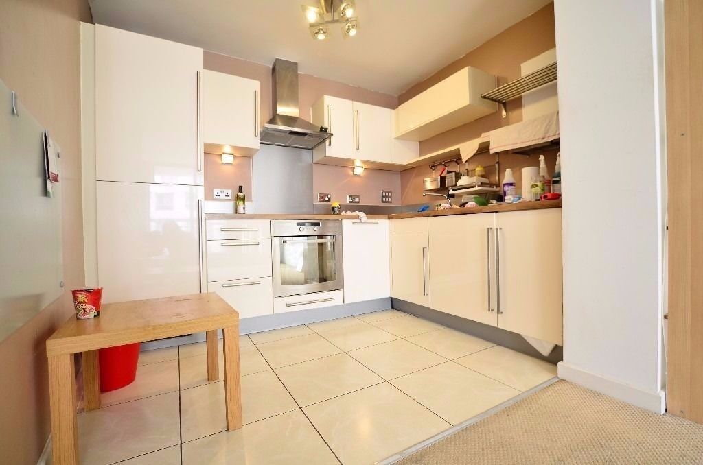 Stunning two bed & 2 reception apartment in Romford. Call now