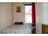 Double High Ceilinged Room With Wifi In Decorated Real Wood Furnished Large Victorian Town House!!!!