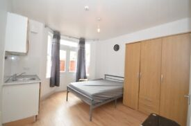 Large studio flat in the heart of Catford £825 PCM with own garden. Bills included DSS Welcome.
