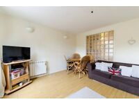 Spacious two double bedroom flat with parking moments from Shoreditch LT REF: 2585205 for sale