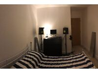 BILLS INC. Spacious double room in modern houseshare - 5 minutes walk from Northern line!