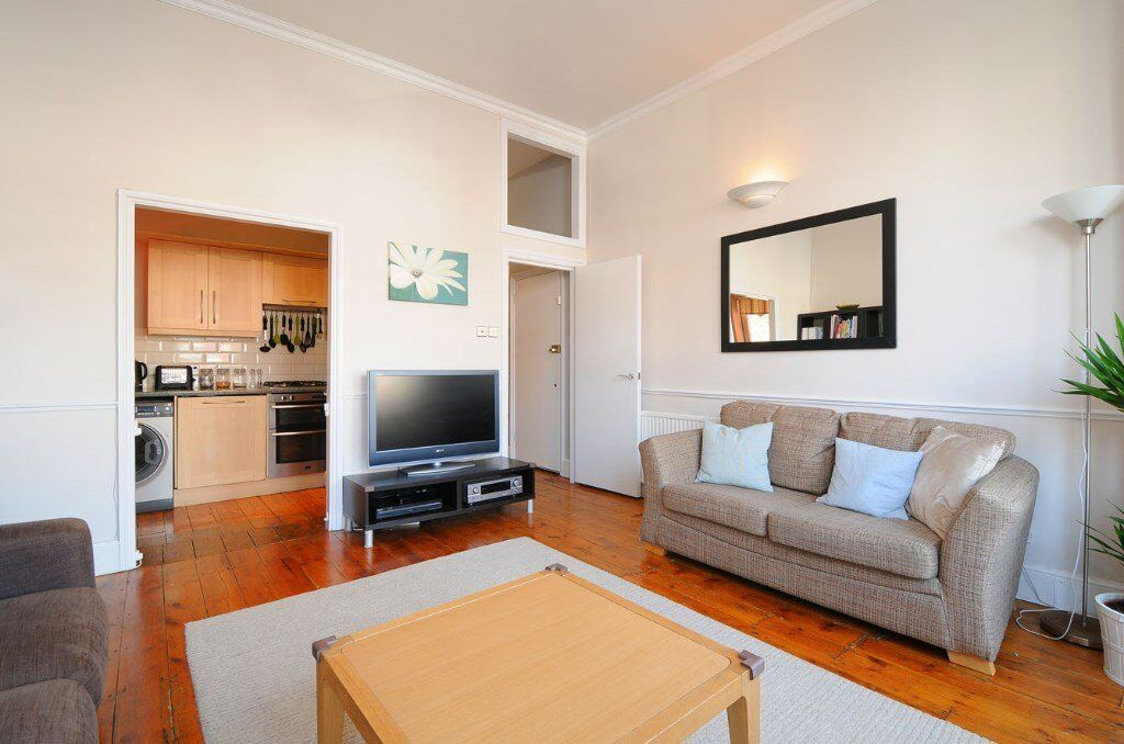 WAL - In the picturesque Mapesbury Conservation area 2 double bedroom garden flat to rent.