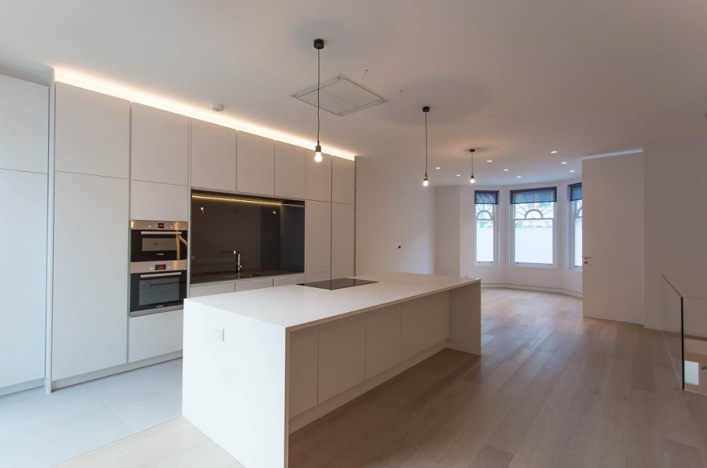3 bedroom flat in 23 Howitt Road, Belsize Park