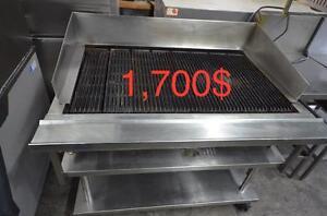 Grill au gaz 48'' 8 brûleurs 144,000 btu Baker's Pride base inox sur roues incluse