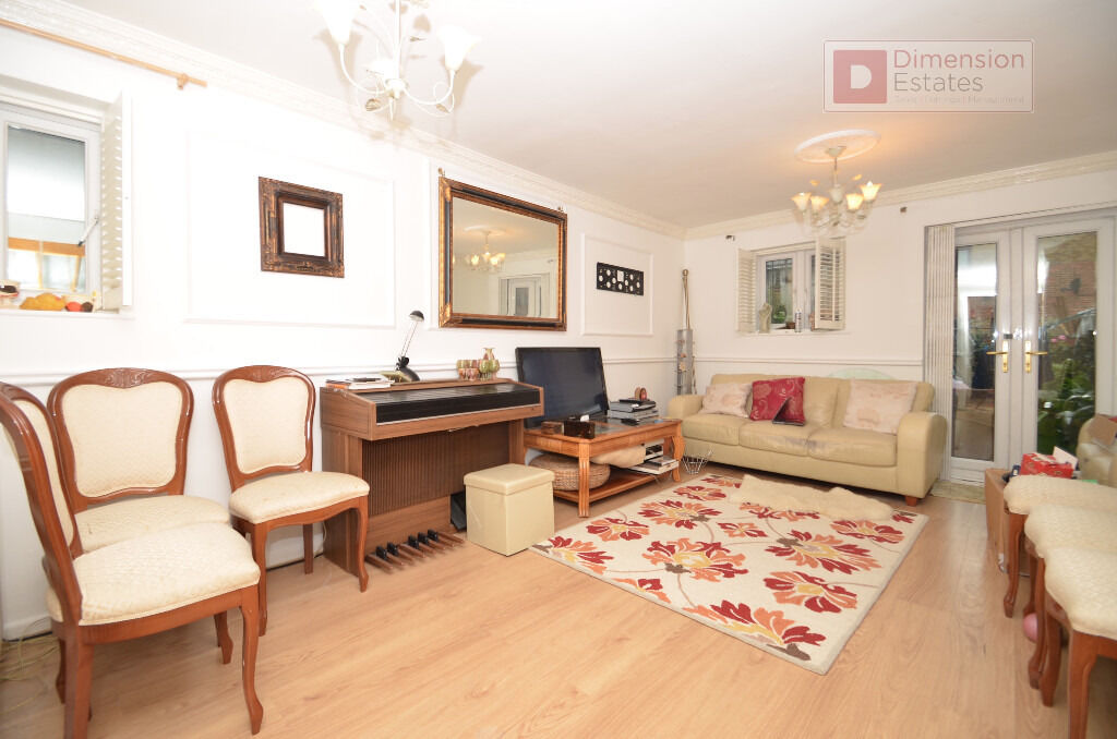 Amazing 2 Bed House with Private Garden and Driveway in East London E14