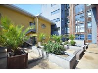 Modern Large Warehouse Style One Bedroom Apartment-Large Windows-Great Access The City-Canary Wharf