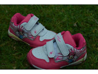 Girls trainers size 4 (alomst new)