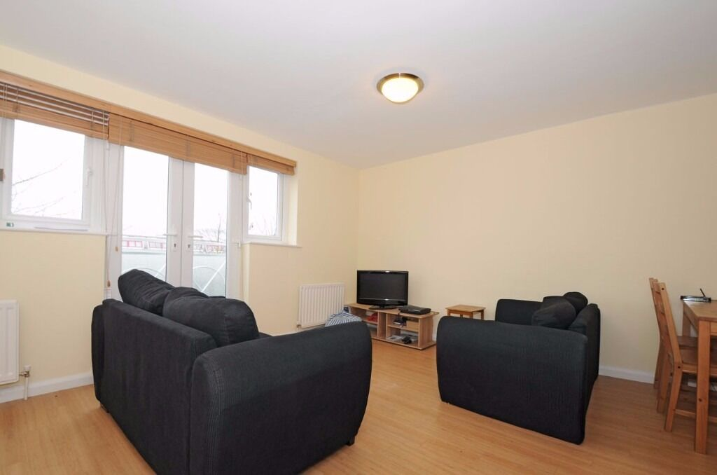 Hardy Close - A recently refurbished five bedroom four bathroom house to rent, off street parking