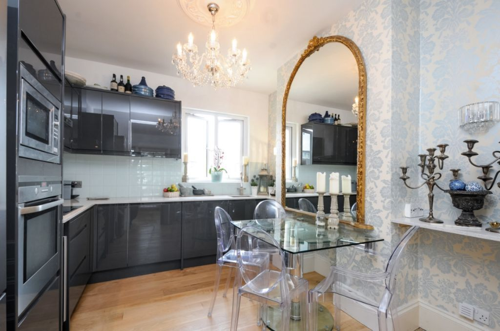 A stunning 3 bed Victorian conversion flat, Wandsworth Bridge Road, SW6. Contact 020 3486 2290.
