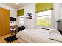 ***Hampstead*** - Spacious Newly Decorated Studio Apartment with Private Patio Garden
