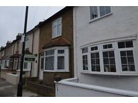 Two Double Bedroom House Close To Brentford Train Station