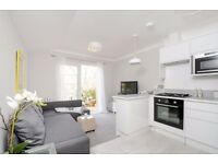 SHORT LET. A beautifully presented two double bedroom flat, Townmead Road, SW6