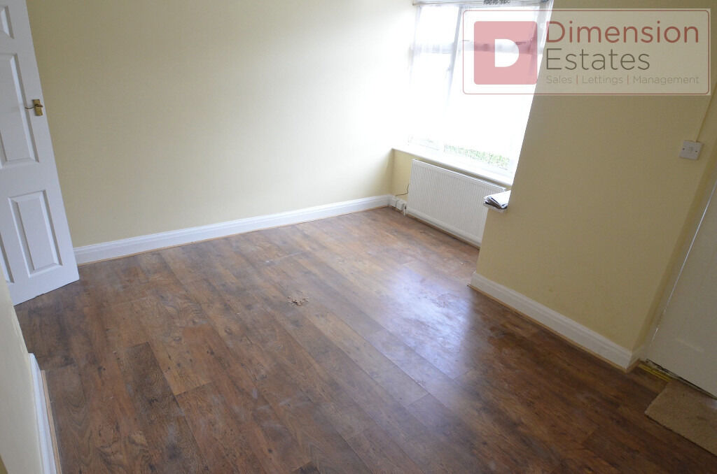 Spacious Three (3) Bedroom House to Let in Dagenham, RM10 - Available from 29th January 2017