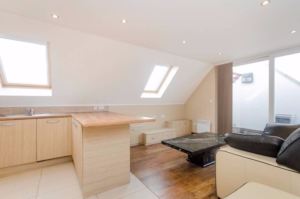 £0 AGENCY FEES!!! Stunning Penthouse, Balham, close to shops, restaurants, links, AVAILABLE NOW!!!