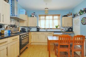Garratt Lane - A three bedroom Property to rent in the heart of Earlsfield