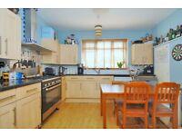 Garratt Lane - A three bedroom Property to rent in the heart of Earlsfield