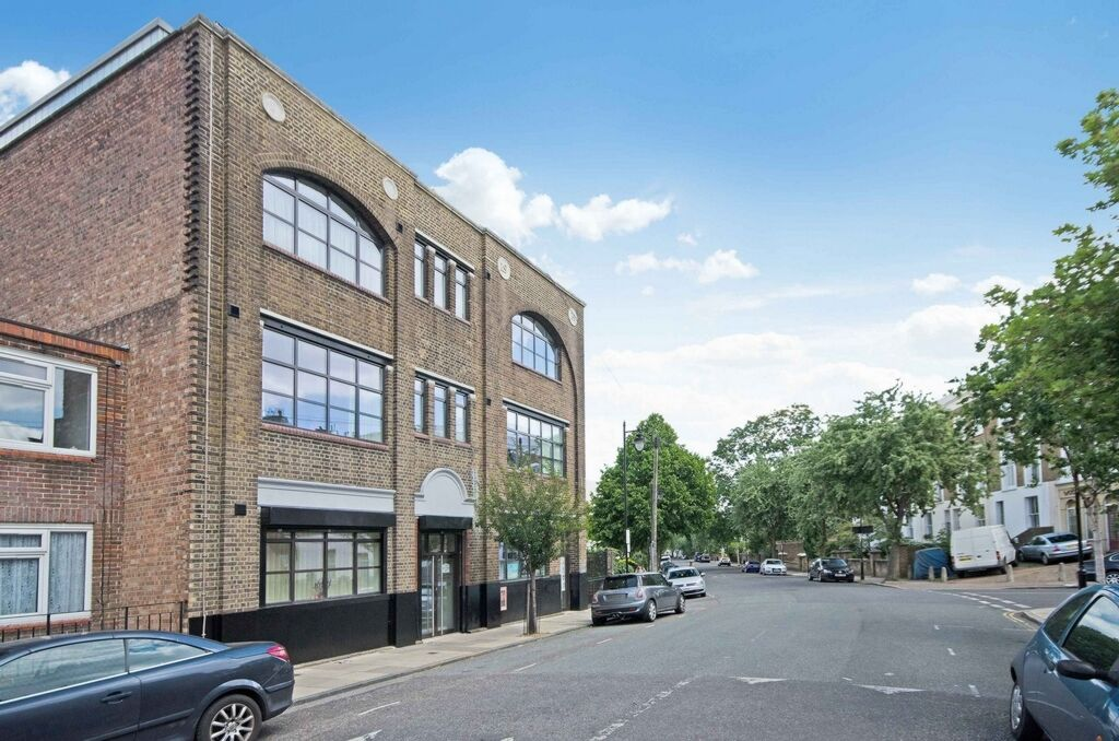 1 bedroom flat in Sander House, Elmore Street, Islington, N1