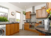 FIELDVIEW - A newly decorated three double bedroom flat to rent in Earlsfield