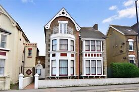 Double room in a beautiful Victorian house opposite Margate Beach