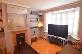 Bright & Spacious Two Double Bedroom House Close To Brentford Train Station