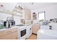 Reveley Square - A recently redecorated one bedroom house to rent in this quiet residential area